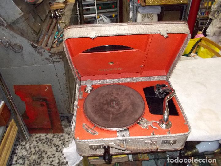 GRAMOLA DE MALETA VICTOR FUNCIONANDO (Radios, Gramófonos, Grabadoras y Otros - Gramófonos y Gramolas)