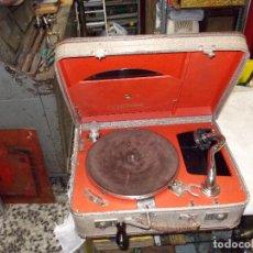 Gramófonos y gramolas: GRAMOLA DE MALETA VICTOR FUNCIONANDO. Lote 72885851