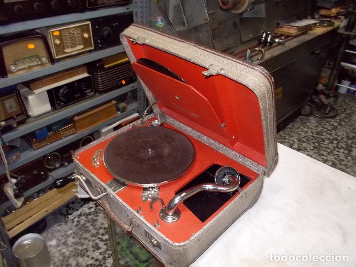 Gramófonos y gramolas: gramola de maleta victor funcionando - Foto 2 - 72885851