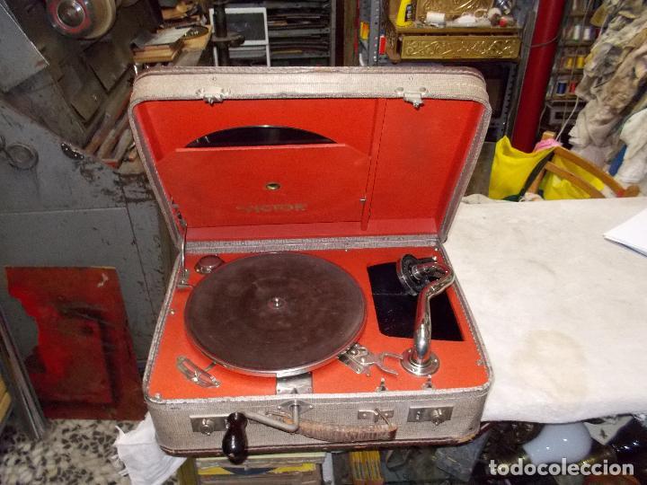 Gramófonos y gramolas: gramola de maleta victor funcionando - Foto 14 - 72885851