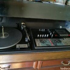 Gramófonos y gramolas: GRAN TOCADISCOS ANTIGUO FUNCIONANDO. Lote 82450002