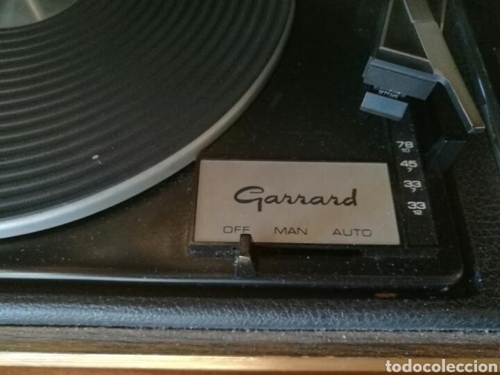 Gramófonos y gramolas: Gran tocadiscos antiguo funcionando - Foto 4 - 82450002
