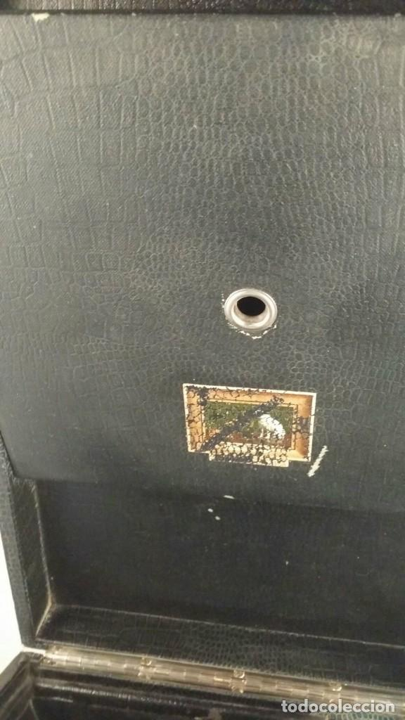 Gramófonos y gramolas: MUY ANTIGUO GRAMOFONO DE MALETA DE LA MARCA HIS MASTERS VOICE AÑOS 20/30 LA VOZ DE SU MAESTRO O AMO - Foto 3 - 83463532