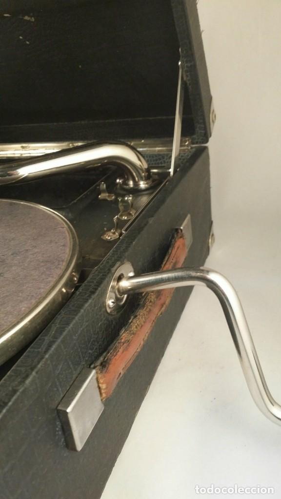 Gramófonos y gramolas: MUY ANTIGUO GRAMOFONO DE MALETA DE LA MARCA HIS MASTERS VOICE AÑOS 20/30 LA VOZ DE SU MAESTRO O AMO - Foto 4 - 83463532