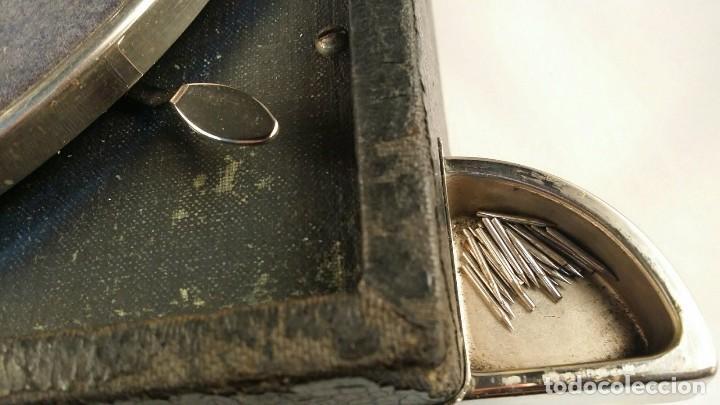 Gramófonos y gramolas: MUY ANTIGUO GRAMOFONO DE MALETA DE LA MARCA HIS MASTERS VOICE AÑOS 20/30 LA VOZ DE SU MAESTRO O AMO - Foto 5 - 83463532