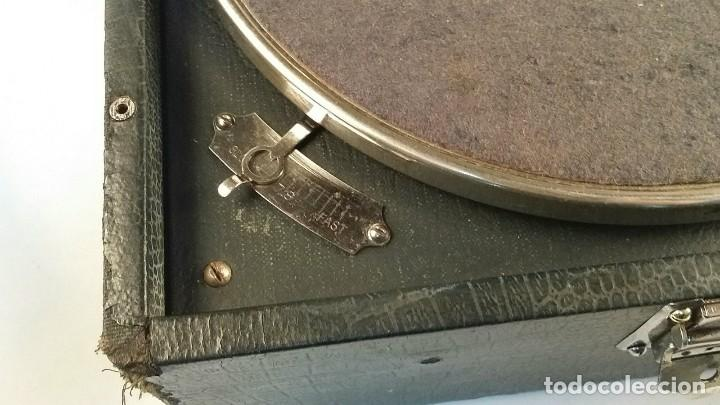 Gramófonos y gramolas: MUY ANTIGUO GRAMOFONO DE MALETA DE LA MARCA HIS MASTERS VOICE AÑOS 20/30 LA VOZ DE SU MAESTRO O AMO - Foto 6 - 83463532