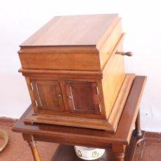 Gramófonos y gramolas: ANTIGUO TOCADISCOS DEL PRIMER TERCIO DEL SIGLO XX. Lote 83739476