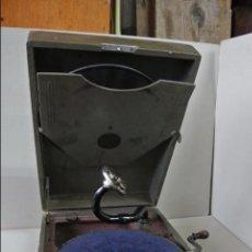 Gramófonos y gramolas: GRAMOFON, GRAMOLA DE MALETA. MARCA COLUMBIA. FUNCINA. Lote 84131168