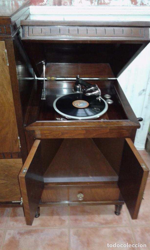 Gramófonos y gramolas: GRAMOLA MUEBLE BAR ART-DECO PRIMER CUARTO SIGLO XX - Foto 2 - 84348160