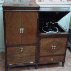Gramófonos y gramolas: GRAMOLA MUEBLE BAR ART-DECO PRIMER CUARTO SIGLO XX. Lote 84348160