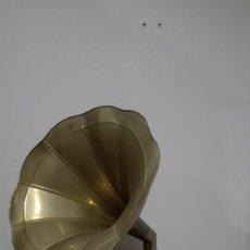Gramófonos y gramolas: ANTIGUO GRAMOFONO. Lote 143979441