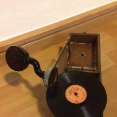 Gramófonos y gramolas: GRAMÓFONO O FONÓGRAFO PORTÁTIL WERTHEIM FONO BARCELONA.BRAZO ALTAVOZ DE CAREY.TIPO PETER PAN. Lote 88885340