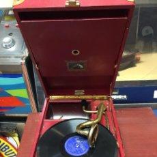 Gramófonos y gramolas: GRAMÓFONO DE MALETA HIS MASTERS VOICE , LA VOZ DE SU AMO. Lote 96096119