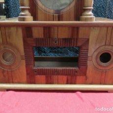 Gramófonos y gramolas: MUEBLE DE MADERA PREPARADO PARA RADIO ANTIGUA. Lote 102605447