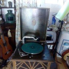 Gramófonos y gramolas: GRAMOFONO DE SOBREMESA. Lote 103689603