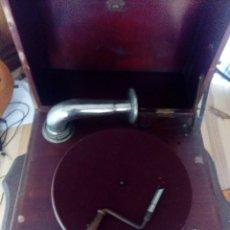 Gramófonos y gramolas: ANTIGUO GRAMOFONO . Lote 103689711