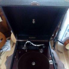Gramófonos y gramolas: ANTIGUO GRAMOFONO DE MALETA. Lote 103746191