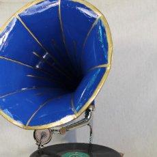 Gramófonos y gramolas: GRAMOFONO, GRAMOLA MAESTROSO MADE IN SWITZERLAND. Lote 104047891