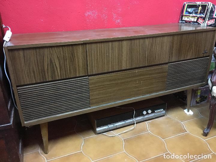 Gramófonos y gramolas: MUEBLE ESTILO NORUEGO ESCANDINAVO RADIO TOCADISCO GRUNDIG - FUNCIONANDO - Foto 2 - 107733143