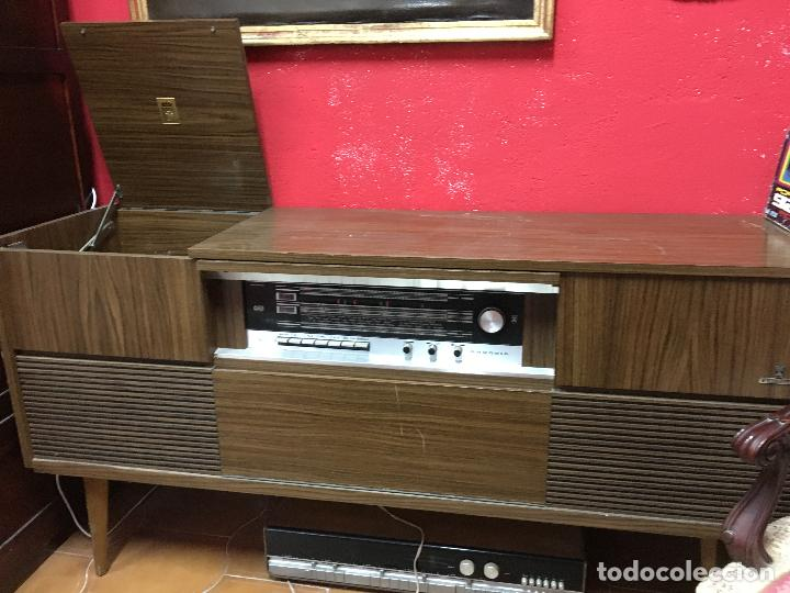 Gramófonos y gramolas: MUEBLE ESTILO NORUEGO ESCANDINAVO RADIO TOCADISCO GRUNDIG - FUNCIONANDO - Foto 11 - 107733143