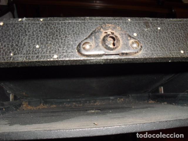 Gramófonos y gramolas: MALETA GRAMOLA,EN USO,EXTERIOR MALETA CON FALTAS,VER IMAGENES - Foto 8 - 108081495