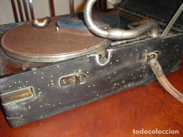 Gramófonos y gramolas: MALETA GRAMOLA,EN USO,EXTERIOR MALETA CON FALTAS,VER IMAGENES - Foto 9 - 108081495