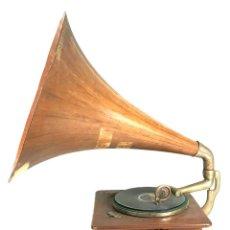 Gramófonos y gramolas: GRAMOFONO. PAILLARD. MODELO 065. MEMBRANA MAESTOSO. CIRCA 1930.. Lote 108805991