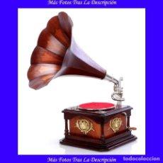 Gramófonos y gramolas: ANTIGUO GRAMÓFONO CON TROMPA DE MADERA BICOLOR, CIRCA 1925. Lote 115069371
