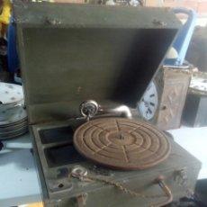 Gramófonos y gramolas: ESPECTACULAR GRAMOLA DE MANIVELA MILITAR SIGLO XLX. Lote 115519588