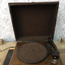 Gramófonos y gramolas: TOCADISCOS LA VOZ DE SU AMO. CAJA DE MADERA PARA ARREGLAR. GIRA BIEN EL MOTOR.220V. Lote 115741935