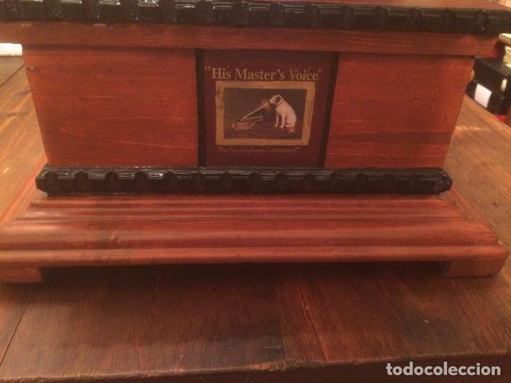 Gramófonos y gramolas: Antiguo gramofono la voz de su amo con trompeta de latón y caja color caoba principios de siglo - Foto 5 - 116097667