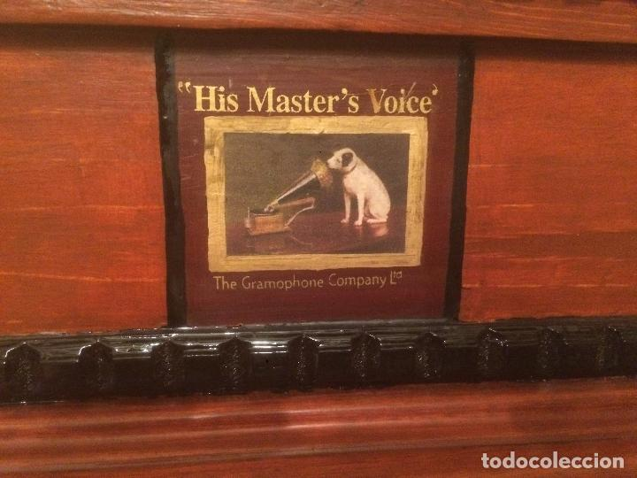 Gramófonos y gramolas: Antiguo gramofono la voz de su amo con trompeta de latón y caja color caoba principios de siglo - Foto 6 - 116097667