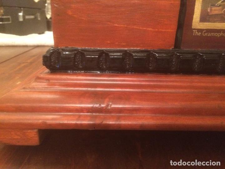 Gramófonos y gramolas: Antiguo gramofono la voz de su amo con trompeta de latón y caja color caoba principios de siglo - Foto 7 - 116097667