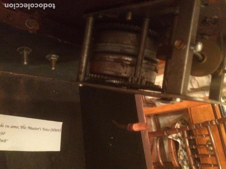 Gramófonos y gramolas: Antiguo gramofono la voz de su amo con trompeta de latón y caja color caoba principios de siglo - Foto 20 - 116097667