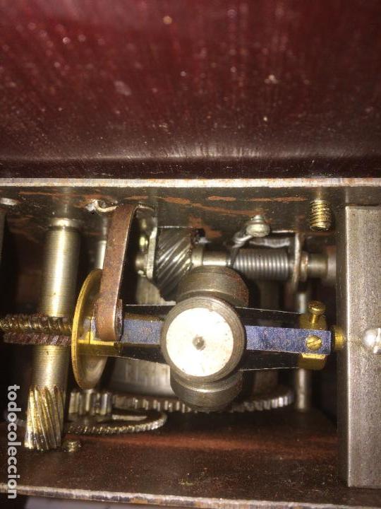 Gramófonos y gramolas: Antiguo gramofono la voz de su amo con trompeta de latón y caja color caoba principios de siglo - Foto 22 - 116097667