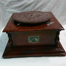 Gramófonos y gramolas: ANTIGUO GRAMÓFONO HIS MÁSTERS VOICE. Lote 116558799