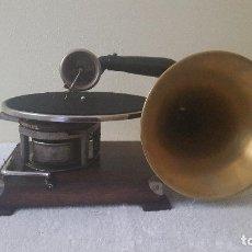 Gramófonos y gramolas: MUY CURIOSO GRAMOFONO . Lote 116675447