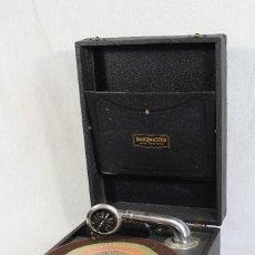 Gramófonos y gramolas: ANTIGUA GRAMOLA GRAMOFONO BANDMASTER. Lote 125990464