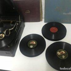 Gramófonos y gramolas: GRAMOLA Y CINCUENTA DISCOS DE PIZARRA. DISCO PIZARRA GRAMOLA GRAMÓFONO. Lote 124235151