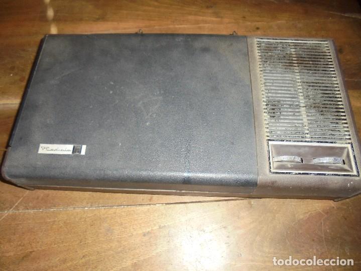 Gramófonos y gramolas: ANTIGUO TOCADISCOS RADIOLA. RED-PILAS RA 8110 T. TRAE CABLE PARA PONER EN LA RED. 40 X 21 X 8 CM - Foto 4 - 125326391