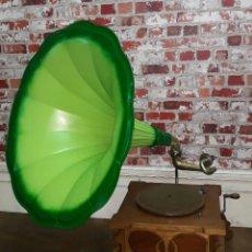Gramófonos y gramolas: GRAMÓFONO MODERNISTA FINALES SIGLO XIX. Lote 126875415
