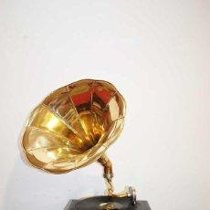 Gramófonos y gramolas: GRAMOLA - GRAMÓFONO ESTILO ANTIGUO. Lote 127854671