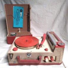 Gramófonos y gramolas: JVC STP 3 TOCADISCOS PORTATIL RADIO STEREO AÑOS 60 RED Y PILAS, FUNCIONA. MED. 42 X 24 X 14 CM. Lote 128014711