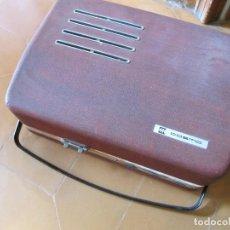 Gramófonos y gramolas: RADIO TOCADISCOS MALETA MARCA COSMO PARA PIEZAS. ROTA.. Lote 130104995