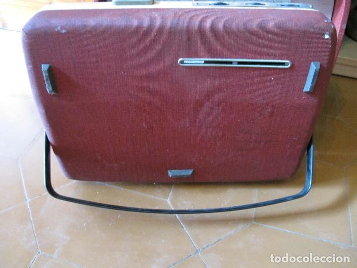 Gramófonos y gramolas: Radio tocadiscos maleta marca cosmo para piezas - Foto 10 - 130104995