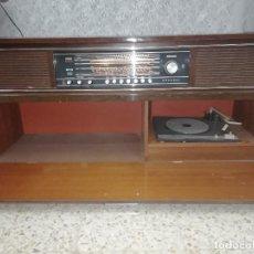 Gramófonos y gramolas: RADIO TOCADISCOS MUEBLE GRUNDIG FUNCIONANDO 220V. Lote 132032022