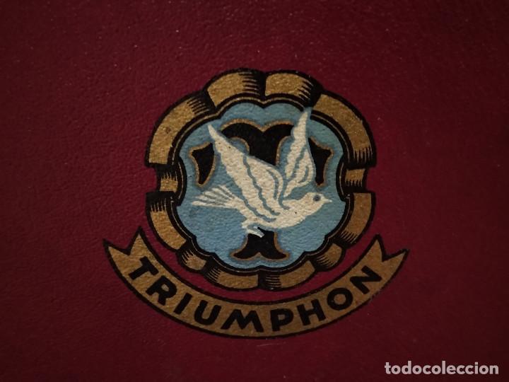 Gramófonos y gramolas: ANTIGUO GRAMÓFONO DE MALETA MARCA TRIUMPHON PARA DISCOS DE PIEDRA PEQUEÑOS - Foto 6 - 132507622