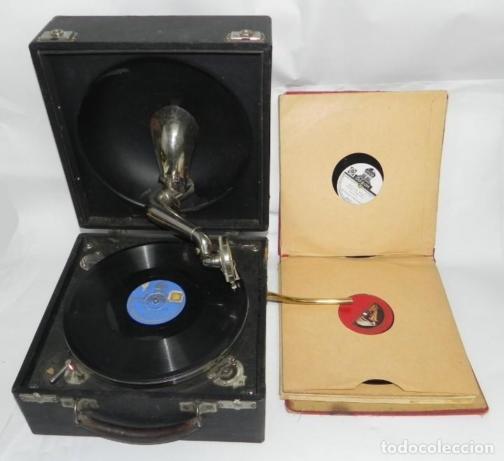 ANTIGUO GRAMOFONO DE MALETA DECCA, INGLATERA, JUNTO CON 10 DISCOS DE PIZARRA EN ÁLBUM (VER FOTOGRAFI (Radios, Gramófonos, Grabadoras y Otros - Gramófonos y Gramolas)