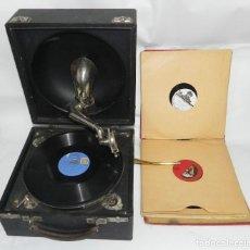 Gramófonos y gramolas: ANTIGUO GRAMOFONO DE MALETA DECCA, INGLATERA, JUNTO CON 10 DISCOS DE PIZARRA EN ÁLBUM (VER FOTOGRAFI. Lote 132976478
