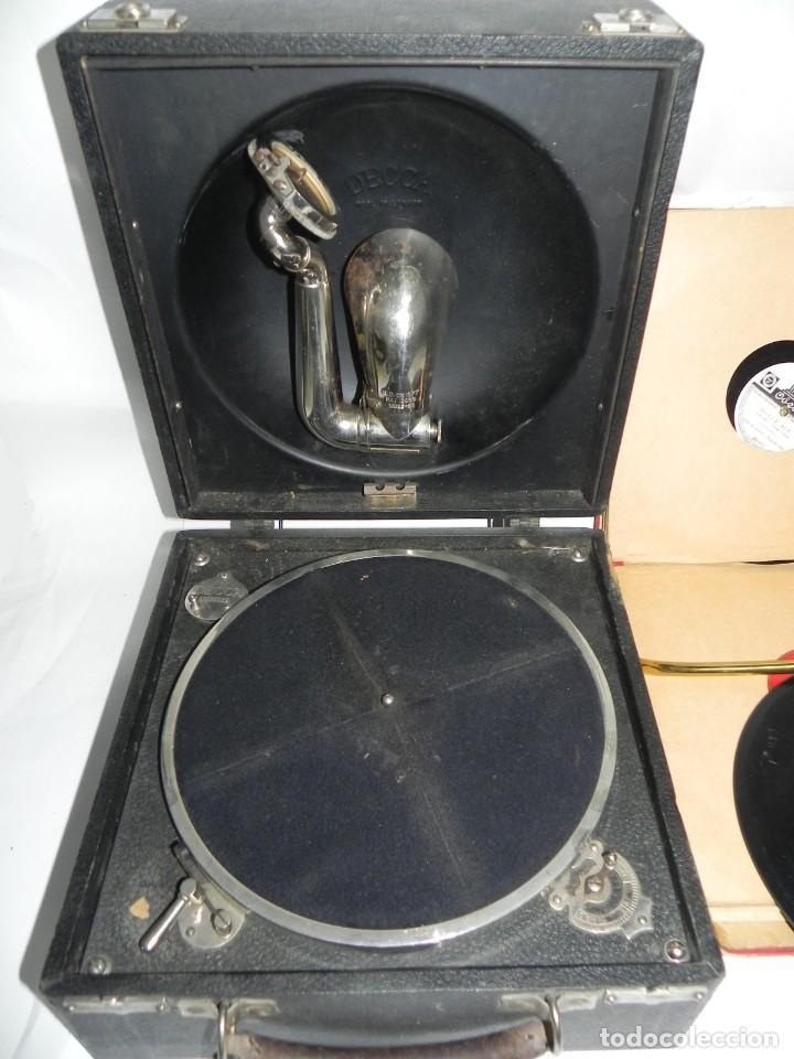 Gramófonos y gramolas: Antiguo gramofono de maleta Decca, Inglatera, junto con 10 discos de pizarra en álbum (ver fotografi - Foto 8 - 132976478